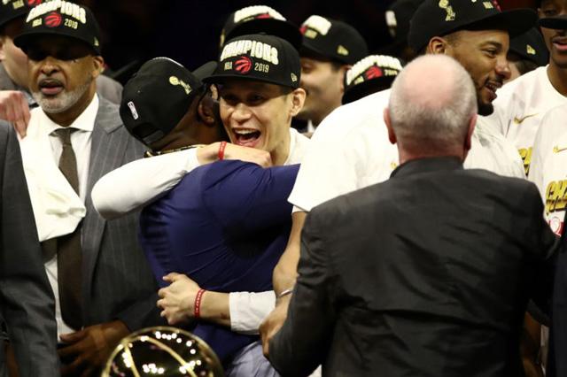 วินาทีฉลองชัย แชมป์เอ็นบีเอ เมื่อโตรอนโต แร็พเตอร์ส โค่น วอร์ริเออร์ส (ภาพเอเอฟพี)