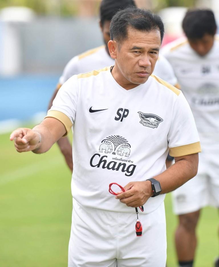 โค้ชเตี้ย สอนเชิง กาม่า! ชลบุรี เปิดรังฝัง เมืองทอง 2-0