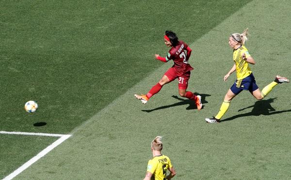 """ชบาแก้วไว้ลาย!! """"กาญจนา"""" ซัดตุงแรกบอลโลก พ่ายสวีเดน 1-5"""