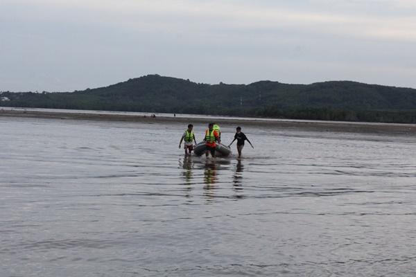 ผงะ ! ชาวบ้านพบศพชายนิรานามลอยเกยตื้นหาดเกาะตะเภาน้อย คาดเป็นลูกเรือประมง