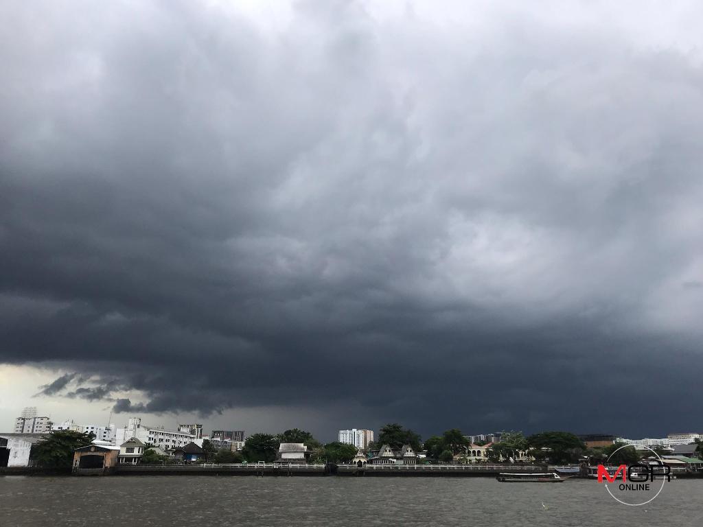 อย่าลืมพกร่ม! ฝนตกหนักทุกภาค ซัดกทม. ร้อยละ 60 คลื่นทะเลสูง 3 ม. เรือเล็กงดออกจากฝั่ง