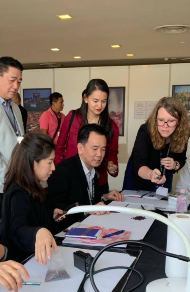 สถาบันอัญมณีฯ นำผู้ประกอบการไทย ร่วมงานประมูลทับทิมระดับโลกที่สิงคโปร์