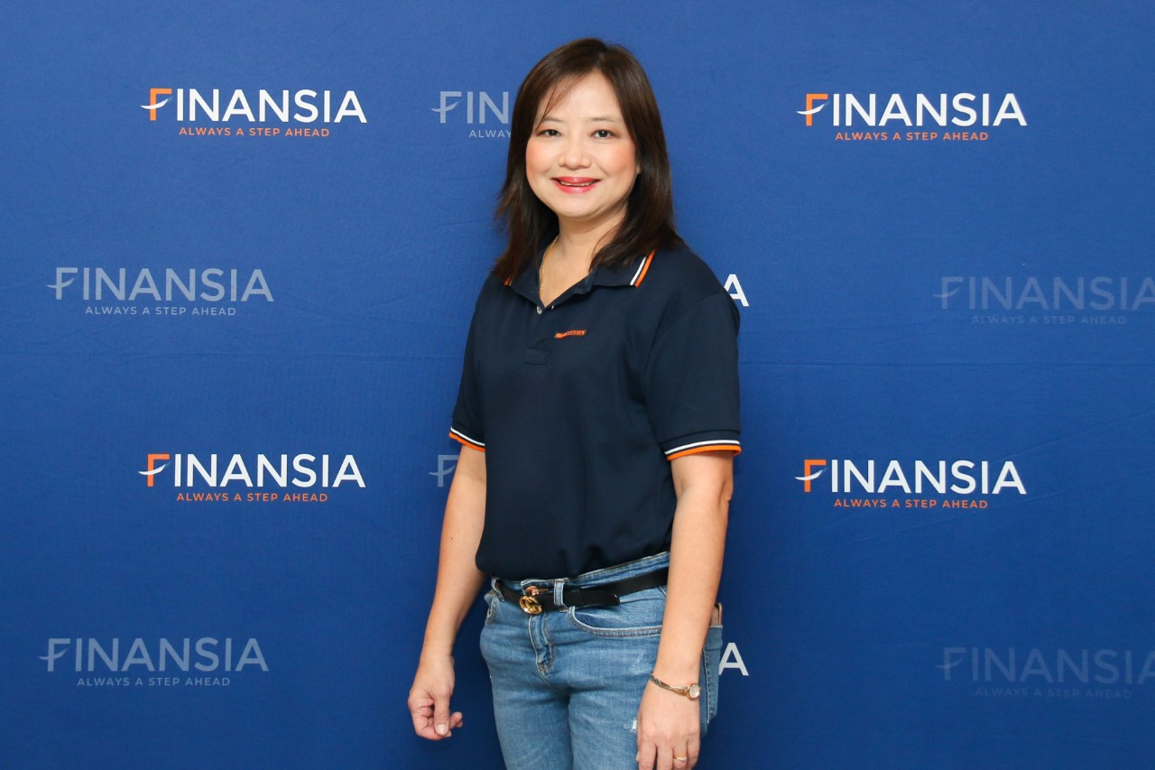 นางนุสรา รุ่นเจริญ กรรมการบริหาร ฝ่ายธุรกรรมอิเลคทรอนิกส์ ส่วนงานการตลาดและการขาย บริษัทหลักทรัพย์ ฟินันเซีย ไซรัส จำกัด (มหาชน) หรือ FSS