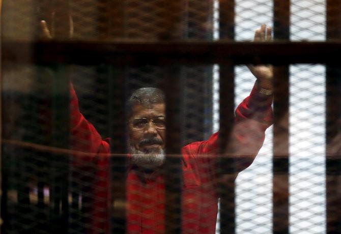 อดีตปธน.อียิปต์ผู้ถูกกองทัพโค่นอำนาจ เป็นลมล้มฟุบกลางศาลก่อนเสียชีวิต