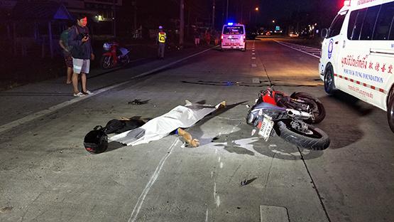 หนุ่มสุพรรณควบรถจักรยานยนต์อัดท้ายรถเทลเลอร์บรรทุกขยะดับคาที่