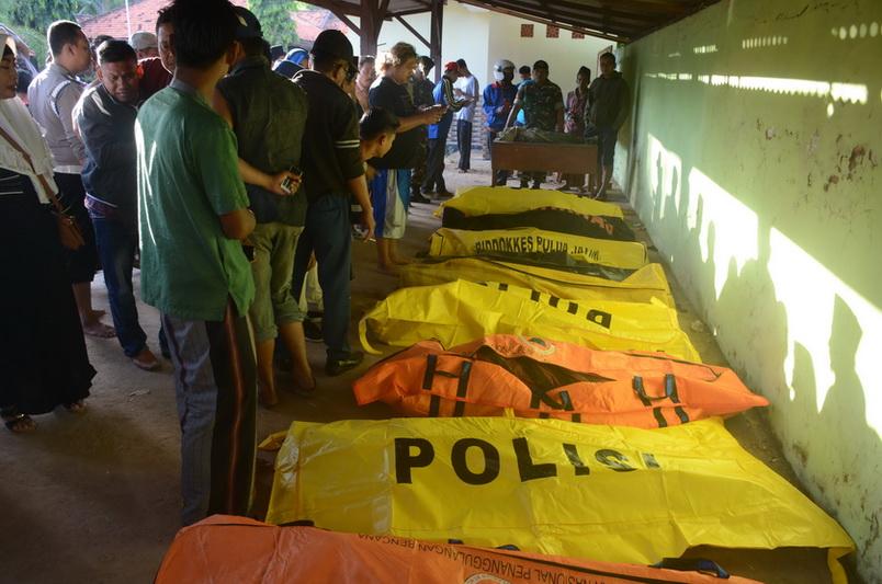 เรือเฟอร์รีอิเหนาล่มนอกฝั่งเกาะชวา ผู้โดยสารดับไม่ต่ำกว่า 15 ศพ