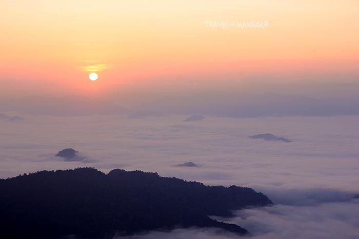 วิวทิวทัศน์ทะเลหมอก-พระอาทิตย์ขึ้น เมื่อมองจากภูชี้ฟ้า