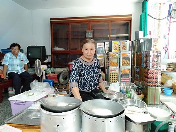 ชวนชิมขนมเกสรลำเจียก  ตลาดเก่า100 ปี เมืองวิเศษชัยชาญ
