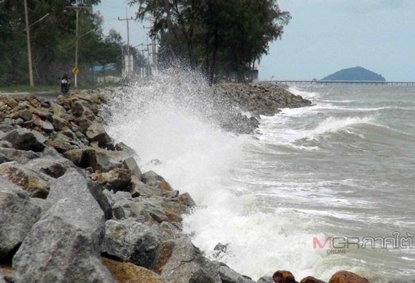 อุตุฯ เตือน ระวังอันตราย ฝนตกหนัก ใต้คลื่นทะเลสูงเกิน 3 ม. เรือเล็กงดออกจากฝั่ง