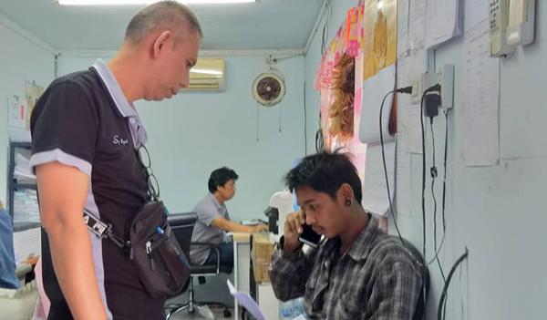 รวบ 2 หนุ่มโรงงานรุมแทงเพื่อนพม่าปางตาย เหตุนั่งทับที่