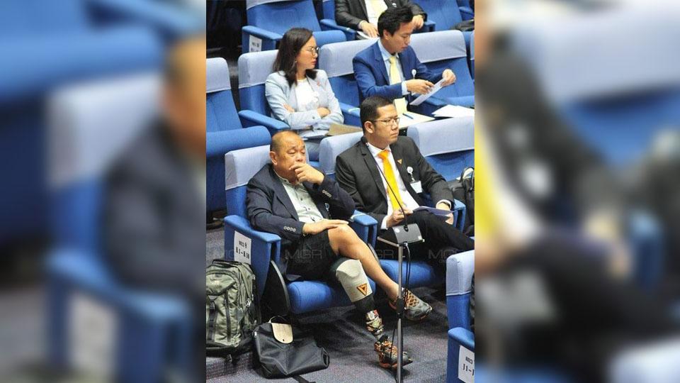 """เผย ส.ส.ใส่ขาสั้นเป็นผู้พิการทางขา """"ชวน"""" อนุญาตแต่งกายเข้าประชุมได้"""