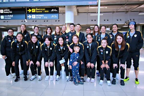 """ตบลูกยางสาวไทย กลับถึงบ้าน หลังลุยเนชั่นส์ ลีก """"โค้ชด่วน"""" เร่งเตรียมแผนลุยคัดโอลิมปิก"""