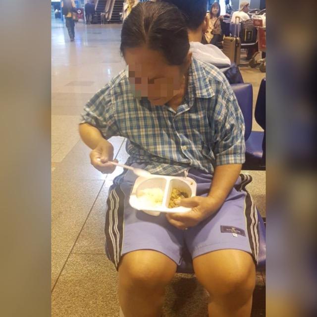 ชื่นชม! พนักงานนกแอร์ ช่วยหญิงสูงวัยพลัดหลงที่สนามบินดอนเมือง ก่อนประสานนำส่งบ้าน