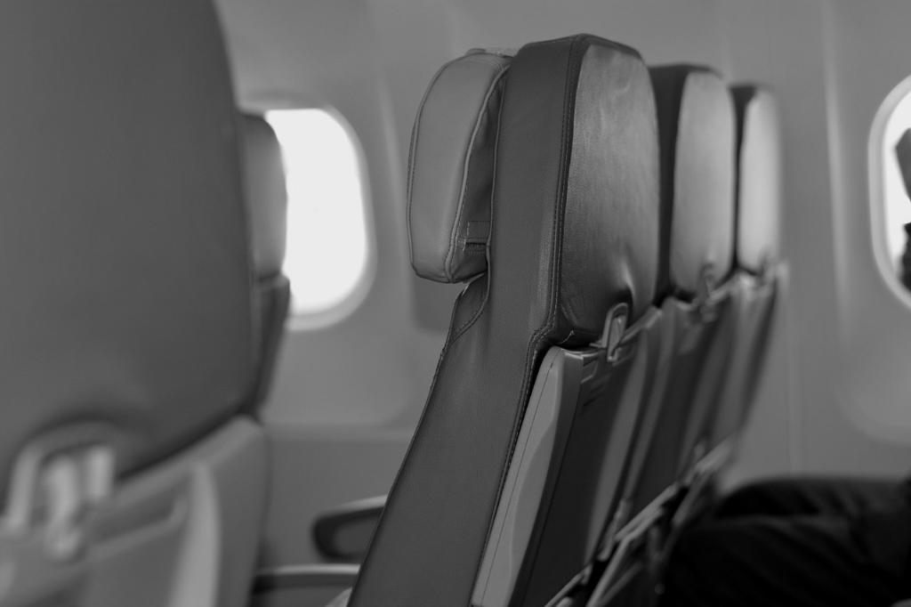 """ผู้โดยสาร """"แอร์แคนาดา"""" ถูกลืมหลังหลับยาว ตื่นมาเจอเครื่องเปล่า-มืดสนิท"""