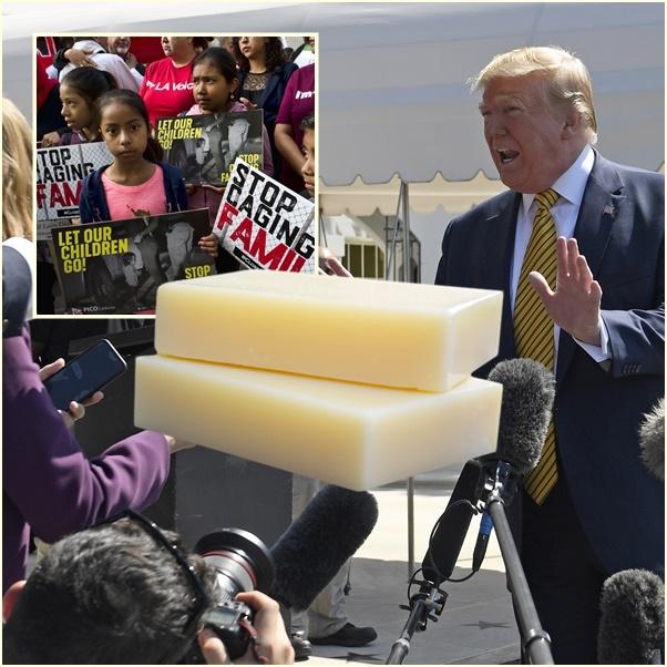 """In Clips :ทรัมป์เลื่อนปฎิบัติการจับเนรเทศเข้าเมืองผิดกฎหมายครั้งใหญ่  สุดอึ้ง!!รบ.สหรัฐฯไม่ให้ """"แปรงสีฟัน-สบู่-ผ้าอ้อม""""กับเด็กในศูนย์กักกัน"""
