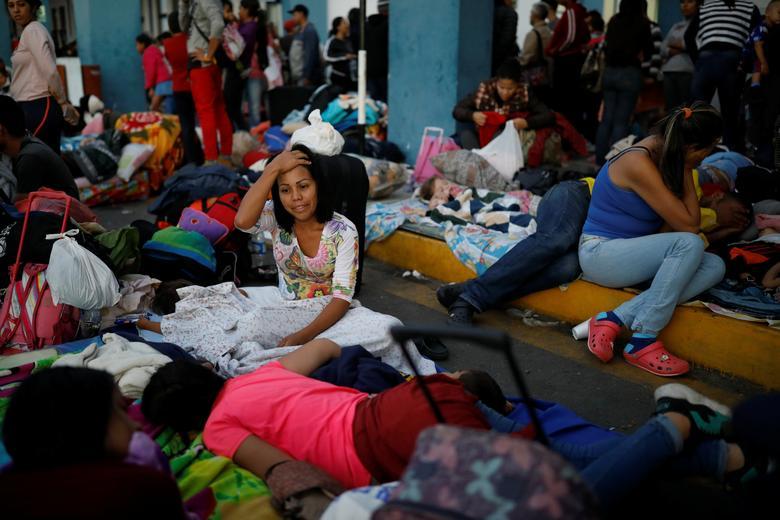 ผู้อพยพชาวเวเนซุเอลาจำนวนมากเข้าสถานพักพิง หลังพากันหนีความยากลำบากข้ามชายแดนเข้าเปรู