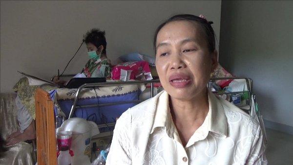 วอนช่วย นศ.สาว ม.พะเยา ป่วยแพ้ภูมิตัวเอง-นั่งนอนติดเตียงรับวาดรูปช่วยครอบครัวชะลอถูกยึดบ้าน