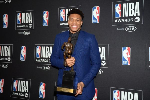 """""""กรีก ฟรีก"""" ซิวรางวัล MVP สถิติอายุน้อยสุดอันดับ 3 รอบ 40 ซีซัน"""