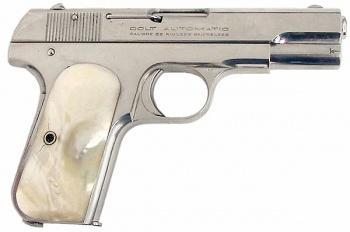 Colt Model 1903 Pocket Hammerless : ใช้กระสุนขนาด .32 ACP เป็นปืนประจำกายของวินส์ตัน ผู้จัดการโรงแรมคอนติเนนทัล