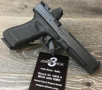 Glock 34 MOS : ใช้กระสุนขนาด 9 ม.ม. เป็นปืนที่โซเฟียใช้ในฉากกาซาบล็องกา