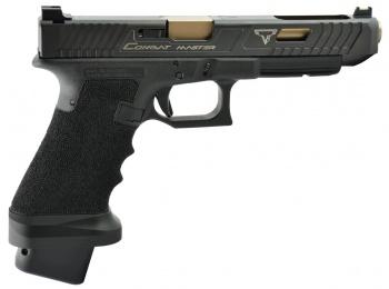 Glock 34 (TTI Combat Master Package) : ใช้กระสุนขนาด 9 ม.ม. เป็นปืนที่อยู่ในคลังของโรงแรมคอนติเนนทัล ตอนแรกจอห์น วิค จะใช้กระบอกนี้รับมือทีมสังหาร แต่พนักงานต้อนรับของโรงแรมแนะนำให้ใช้  TTI STI 2011 แทน
