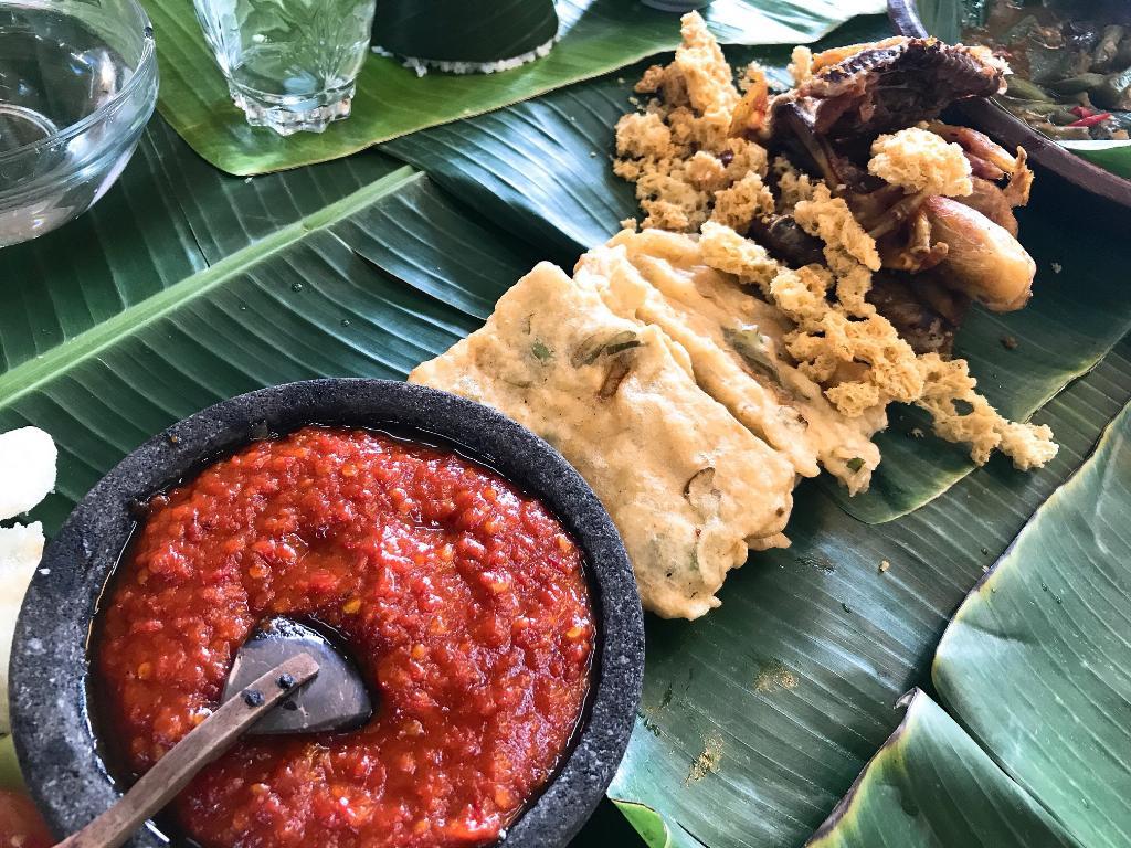 อาหารท้องถิ่น ที่ Omah Kecebong
