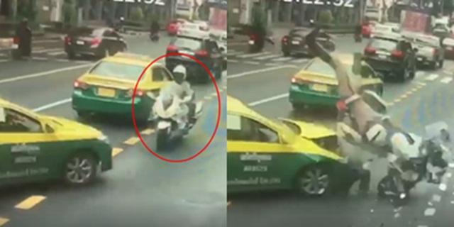 แท็กซี่ประมาท! ชนตำรวจนำขบวนรองผู้บัญชาการทหารสูงสุด โชคดีไม่ได้รับบาดเจ็บสาหัส (ชมคลิป)