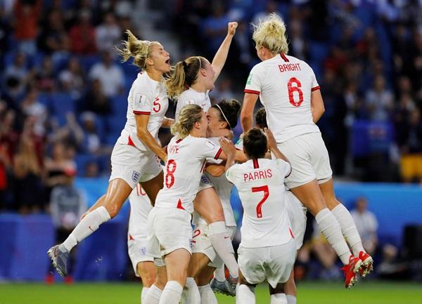 """""""สิงโต"""" ถล่มนอร์เวย์ 3-0 ฉลุยตัดบอลหญิงโลก 2 สมัยรวด"""