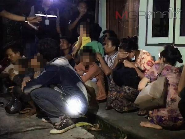 จนท.บุกช่วยคนต่างด้าวเหยื่อค้ามนุษย์ 20 ชีวิตถูกขังในโกดังชายแดนปาดังเบซาร์