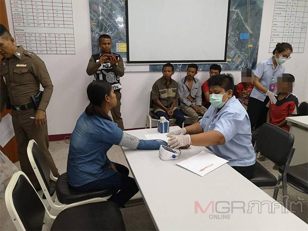 จนท.จัดทีมแพทย์ดูแลตรวจสุขภาพ 20 ชาวเมียนมาที่ถูกขังในโกดังร้างที่ปาดังเบซาร์