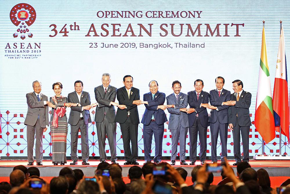 อาเซียน จับมือเสนอตัวจัดบอลโลก 2034