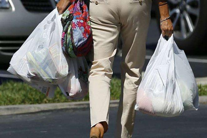 """นิวซีแลนด์ห้ามห้างร้านแจก """"ถุงพลาสติก"""" แบบใช้ครั้งเดียว ฝ่าฝืนปรับสูงสุด 2 ล้านบาท"""