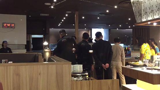 สคบ.ตรวจร้านอาหารญี่ปุ่นในห้างดังหลังลูกค้าพบแมลงสาบในแก้วน้ำ