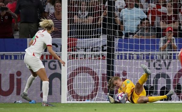 """""""เนเฮอร์"""" เซฟโทษ """"สหรัฐฯ"""" เฉือน 2-1 ชิงบอลหญิงโลกสมัย 5"""