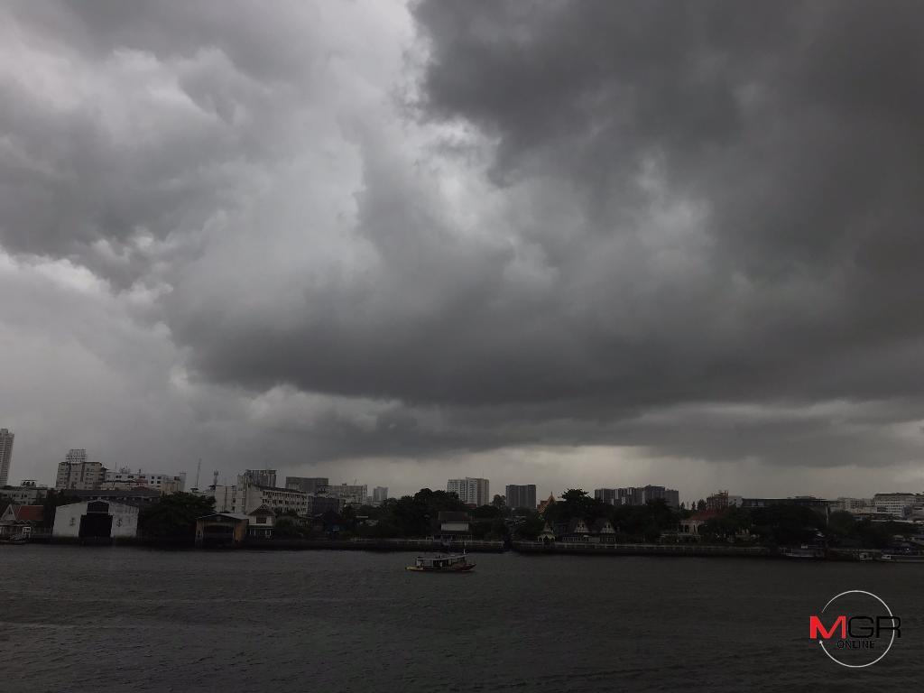 """พายุโซนร้อน """"มูน"""" ถล่มทั่วไทย อีสานโดนหนักสุด เตือน ระวังอันตรายฝนสะสม เรือเล็กงดออกจากฝั่ง"""