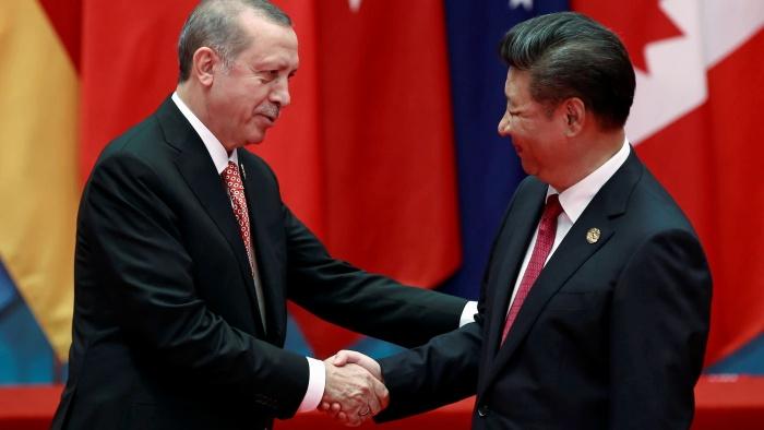 """หนังคนละม้วน! ผู้นำตุรกีบอก สี จิ้นผิง """"ชาวอุยกูร์"""" มีความสุขดีในซินเจียง"""