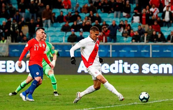 """ล็อกถล่ม!! """"เปรู"""" ต้อนชิลี 3-0 ทะลุชิงโคปาฯ หนแรกรอบ 44 ปี"""