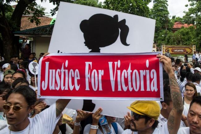 ชาวพม่าหลายพันคนเดินขบวนร้องความยุติธรรมคดีเด็กถูกข่มขืน หวั่นตำรวจจับแพะ