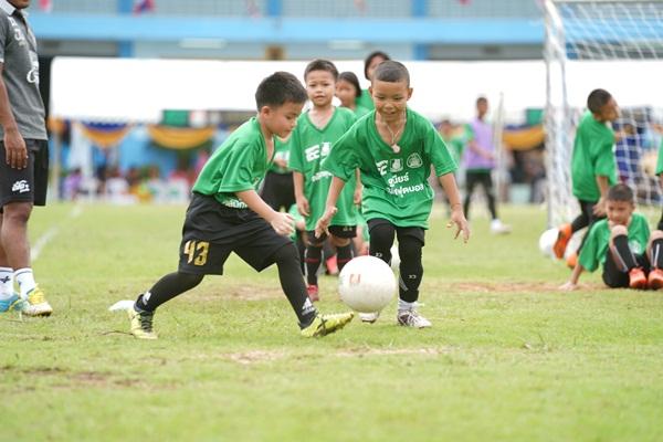 กะทิชาวเกาะ จับมือ นครปฐม ยูไนเต็ด จัดกิจกรรม สร้างนักฟุตบอลเยาวชนท้องถิ่น