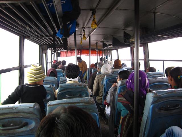"""รถบัสอินเดียไถลตกถนนระหว่างไป """"ทัจมาฮาล"""" ตาย 28 เจ็บ 18"""