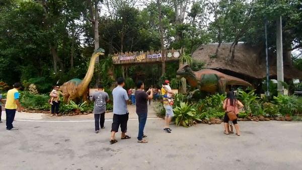 สวนสัตว์อุบลฯจัดใหญ่ชมไดโนเสาร์ค้นพบในไทย   พร้อมชมทุ่งดอกเทียนตำนานพญานาค