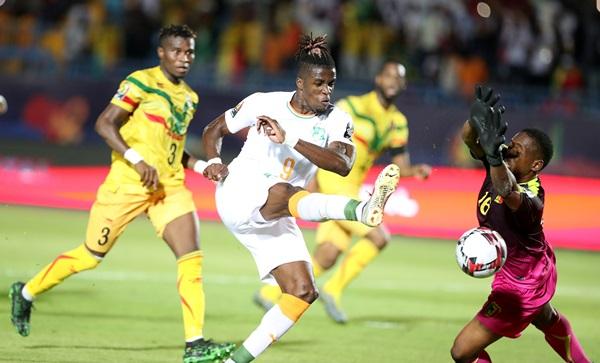 """ช้างดำตีตั๋ว 8 ทีม """"ซาฮา"""" ยิงน็อกมาลี 1-0 ศึกแอฟริกันฯ"""