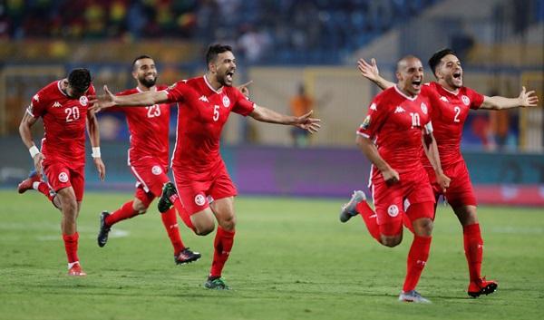 """มือกาว """"ตูนิเซีย"""" เซฟจุดโทษ เขี่ย """"กานา"""" ร่วง 16 ทีมแอฟริกันฯ"""