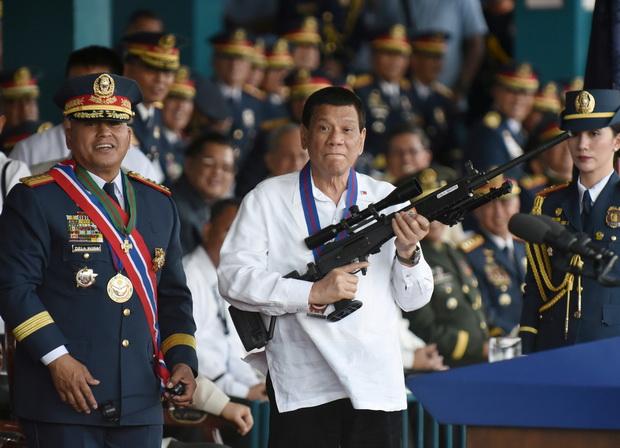 เชิญก่อนเลย!!ดูเตอร์เตเซ็งสหรัฐฯปั่นหัวฟิลิปปินส์เปิดศึกจีน เหน็บอยากทำสงครามให้ยกทัพรบเอง