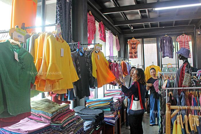 เลือกซื้อผ้าทอและเสื้อผ้าที่เทวาผ้าไทย