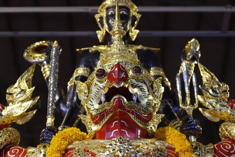 ผบ.ทร.เป็นประธานบวงสรวงเซ่นไหว้แม่ย่านางเรือพระราชพิธีขบวนพยุหยาตราชลมารค พระราชพิธีบรมราชาภิเษก ซ้อมย่อยครั้งแรกวันที่ 22 ส.ค. นี้