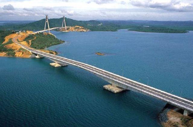 """อิเหนามีแผนสร้างสะพานเชื่อมเกาะ """"ยาวที่สุดในเอเชียตะวันออกเฉียงใต้"""" ใกล้สิงคโปร์"""