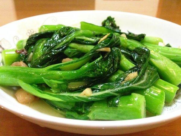 ผัดผัก อาหารที่อาจใส่ผงชูรส ขอบคุณภาพจาก https://www.xinshipu.com/zuofa/520497