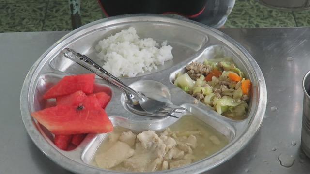 ทม.หัวหิน เตรียมปรับวิธีตักอาหารกลางวันเด็กนักเรียนเพื่อให้ได้ปริมาณที่กำหนด