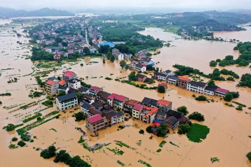 ชาวจีนอีกกว่า 582,000 คน กำลังต้องการความช่วยเหลืออย่างเร่งด่วน (แฟ้มภาพเอเอฟพี)